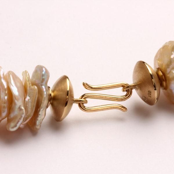 Perlencollier mit Verschluss in Gold