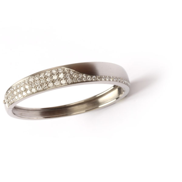 Armreif aus Platin mit Diamanten