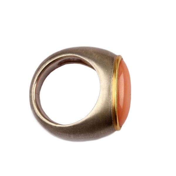 Ring aus Silber, 925er Gelbgold, mit Koralle