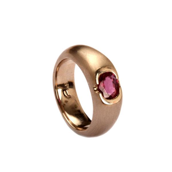 Ring in Weißgold mit Rubin