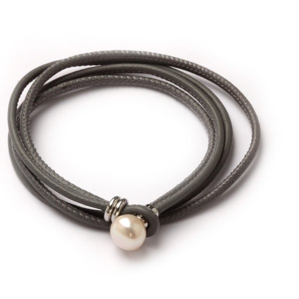 Lederwickelarmband mit Perle, grau