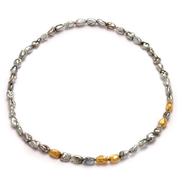 Perlencollier mit Goldelementen