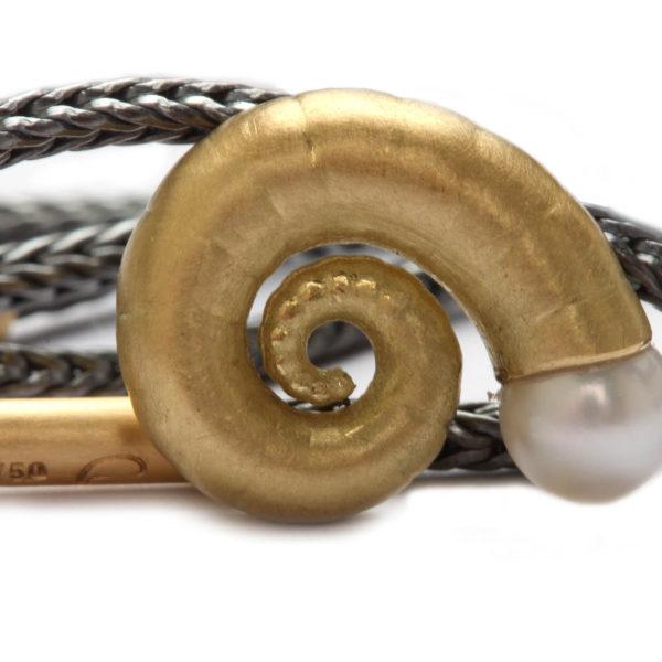 "Anhänger ""Nautilus"" in Gold mit Perle an Kette"