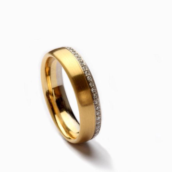 Ring aus Gelbgold und Weißgold mit Diamanten