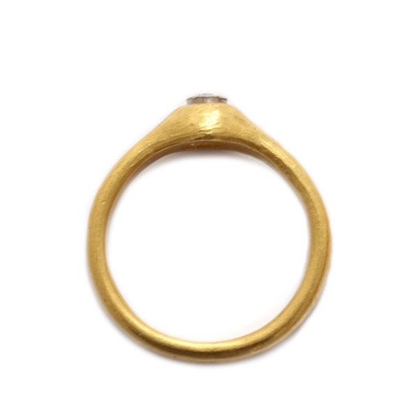 Ring in Rosegold mit Diamant
