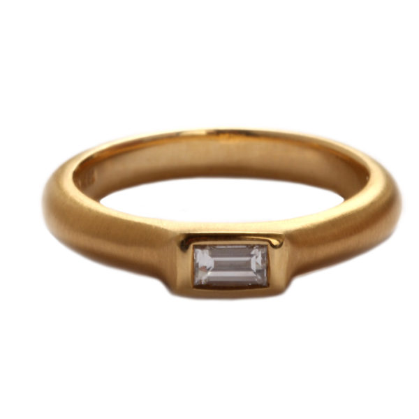 Ring in Rosegold mit Diamant