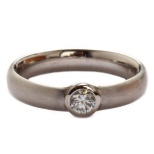 Ring in Platin mit Diamant