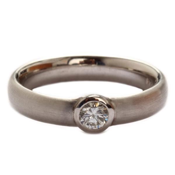 Ring in Platin mit Diamant